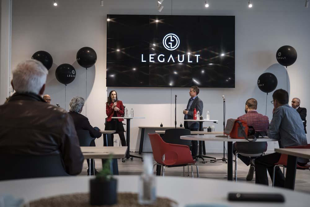 Marie-France Legault, membre de la famille propriétaire et Martin Deschênes, chef de la direction du Groupe Legault
